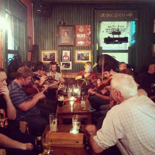 Trad session at Devitts Pub Dublin