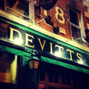 Devitts Pub Dublin - evening