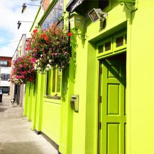 Devitts Pub Dublin - flowers in bloom